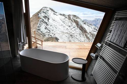 The freestanding bath and the amazing view alongside