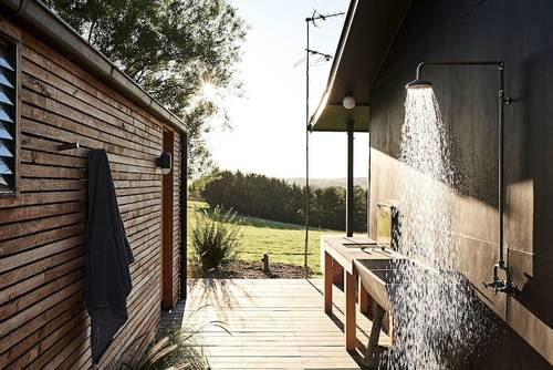 Side deck with outdoor shower