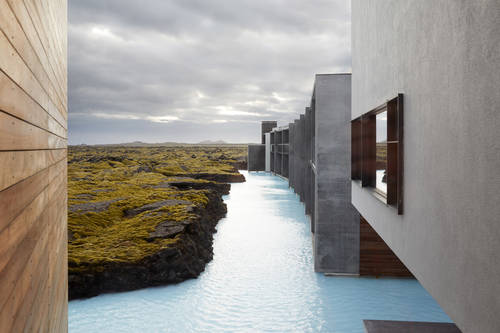 he design of the retreat aims to take advantage of the lagoon's natural beauty