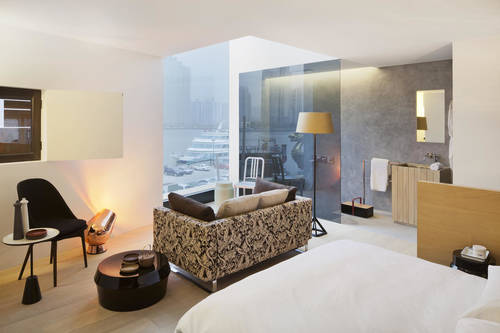 Suite with river and city views