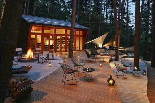 The dining and outdoor seating area to relax