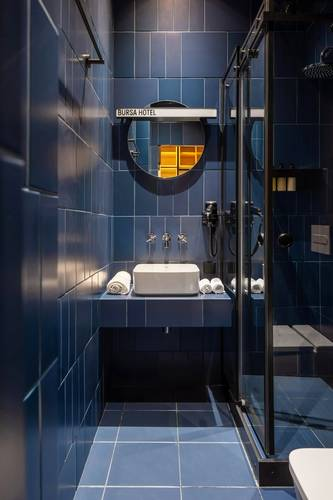 A blue bathroom